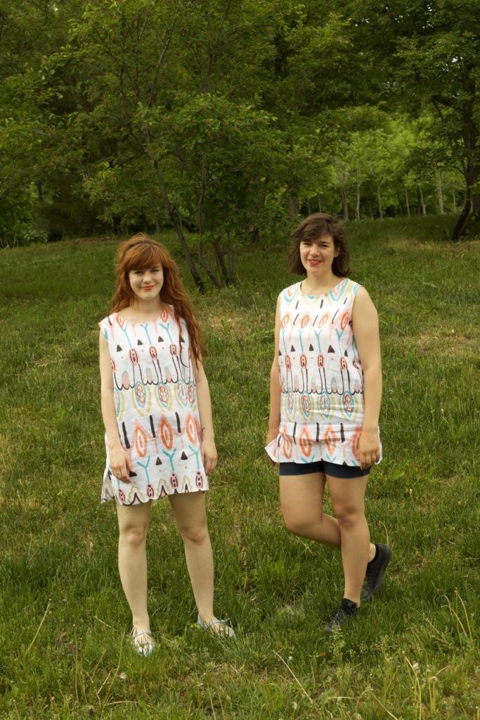 Cybèle et Morgane avec la robe Papaye
